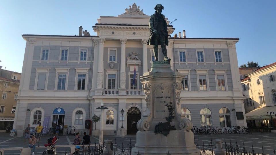 Dunia March berakar umbi di Slovenia
